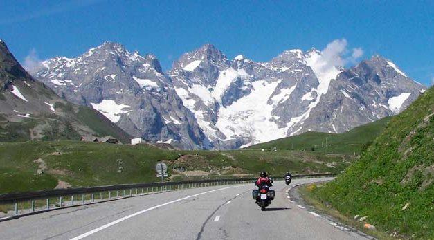 Tiempo de partidas y regresos y viajes en moto