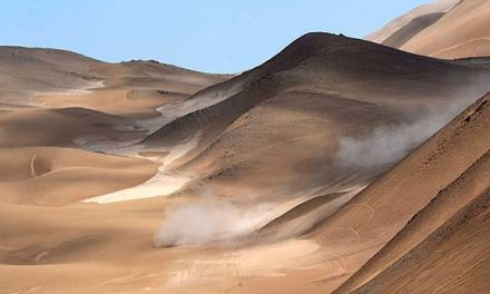 Volar en las dunas del Dakar en Chile