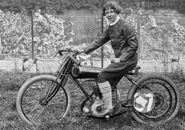 Trump-1922-JAP-250cc-Gwenda-Stewart-IBra