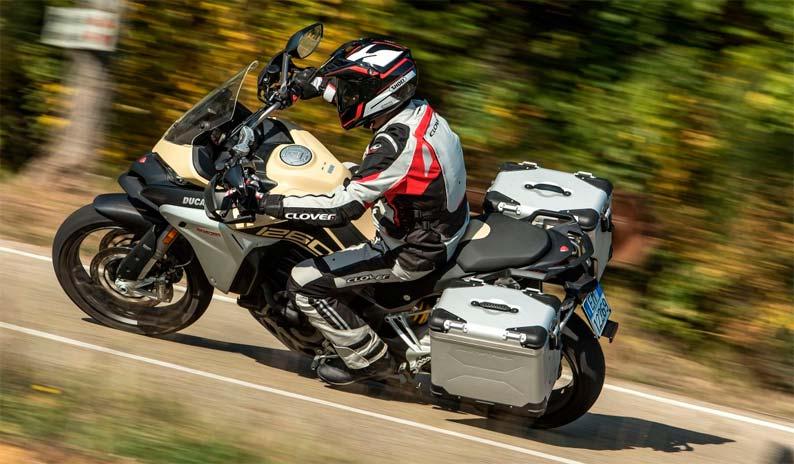 Ducati 1290 en carretera