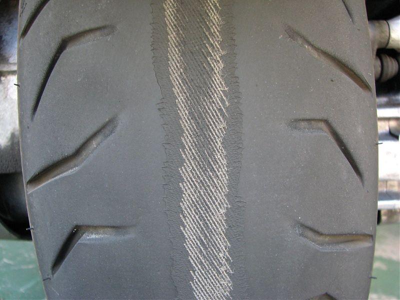 Neumáticos de moto gastados