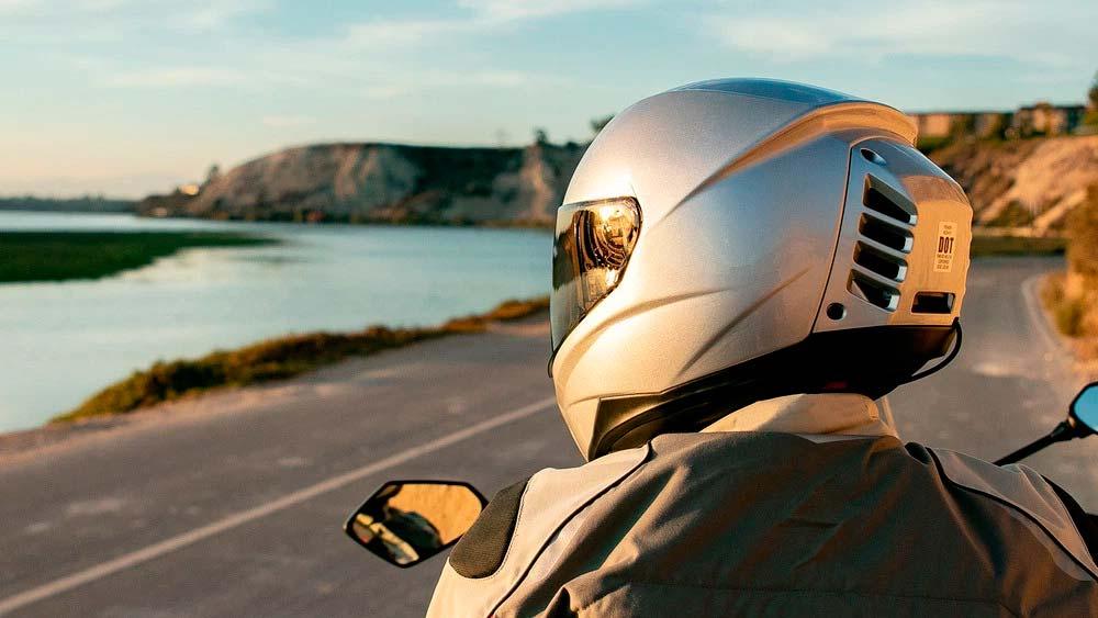 feher-ach-1-el-casco-para-moto-con-aire-acondicionado