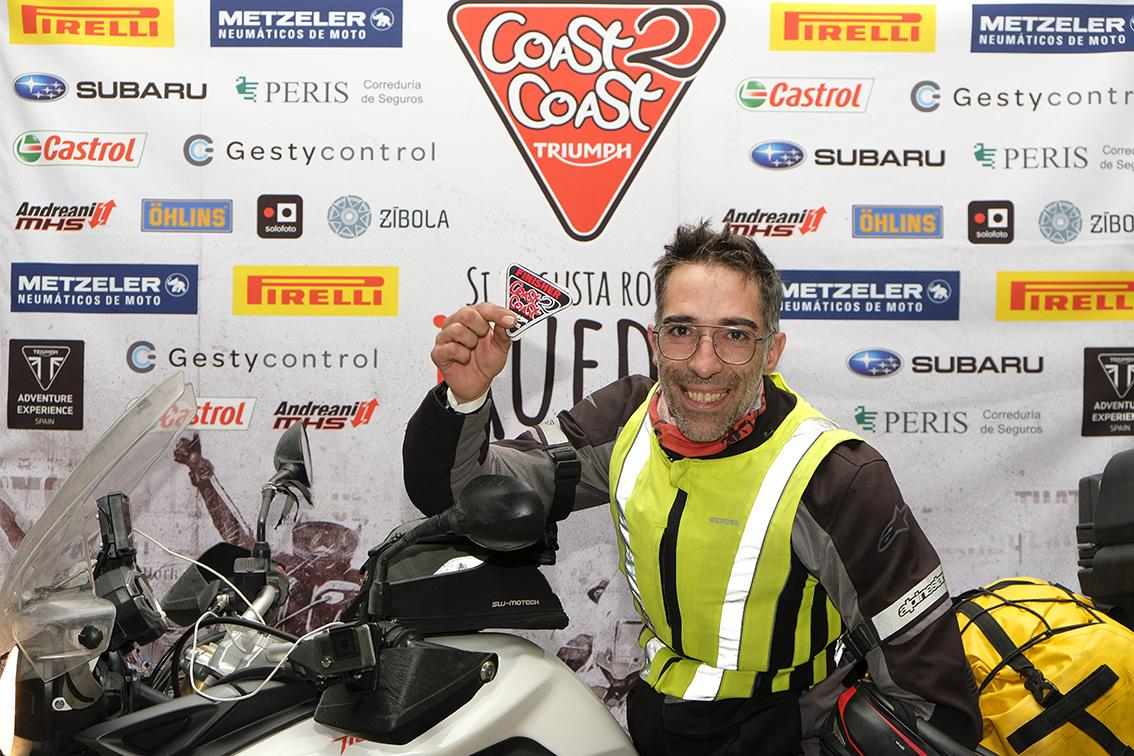 Llegada de Antonio a Valencia en la Coast2Coast de Triumph