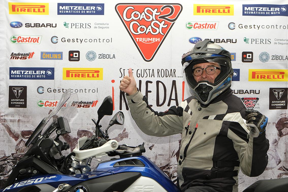 Llegada de Pascual a Valencia en la Coast2Coast de Triumph