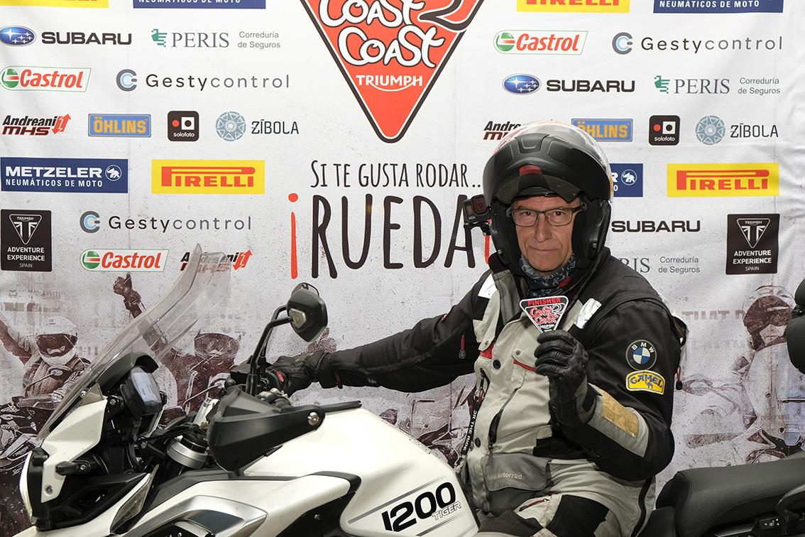 Llegada de Pedro a Valencia en la Coast2Coast de Triumph