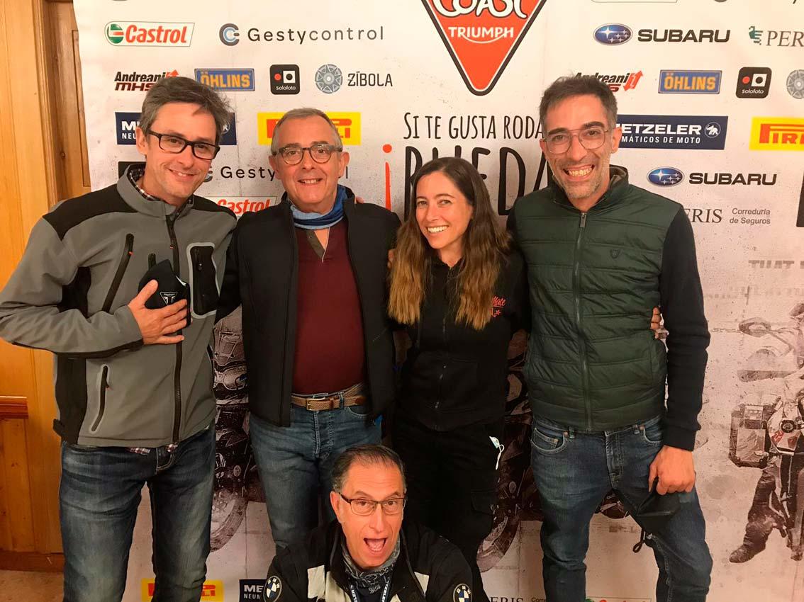 Foto del equipo con Alicia Sornosa